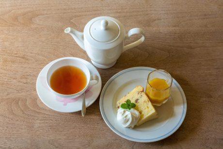 紅茶専門店でこだわりの一杯はいかが? 福井県内にある4店で、スイーツと一緒に楽しもう。