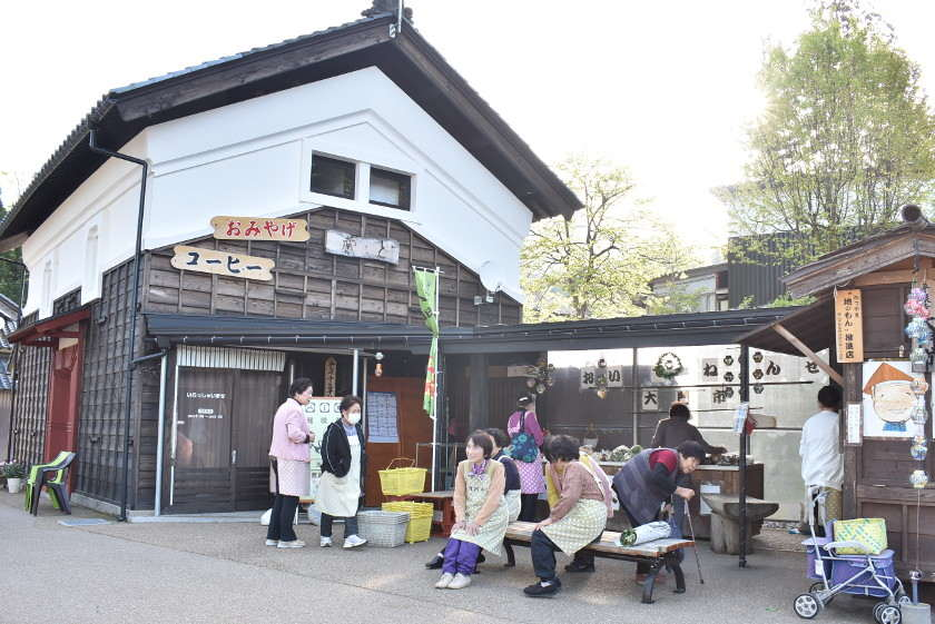 """勝山市の白山平泉寺の前で毎朝開かれている """"大門市""""に行ってきました!"""