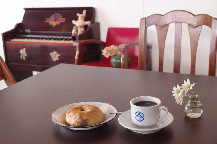 行列ができる、幸せなパン!? 福井県鯖江市の古道具カフェ「アオテナル」で 「ぱんの日」が始まりました。