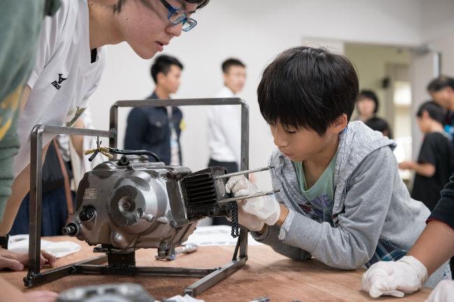 福井大学公開講座「エンジンの分解・組立を体験してみよう!(名車ホンダスーパーカブ50㏄エンジンに触れて)」