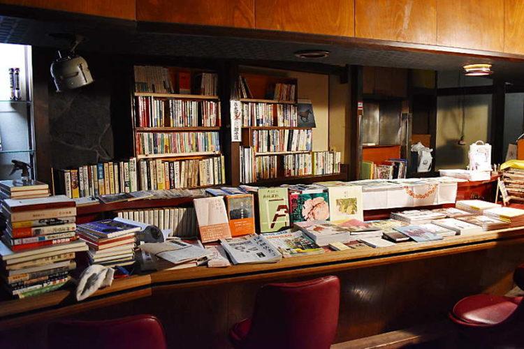 福井駅近く、秘密基地みたいな古本屋「ホシとドーナッツ」に潜入したよ!
