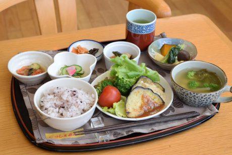 野菜たっぷりランチがおすすめ! リニューアルした鯖江市「こっしぇるん。かふぇ」に行ってきました。