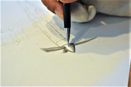 シャーペンだけで精巧なメカを描く「たけし」さんの個展が越前市で開催中だって。9月15日まで。