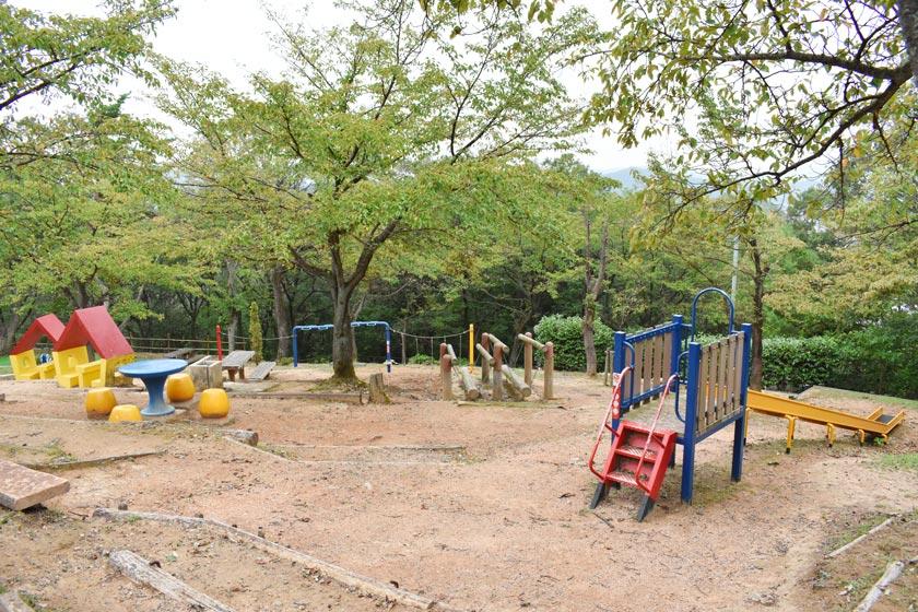 遊具や滑り台が楽しい公園 12選...