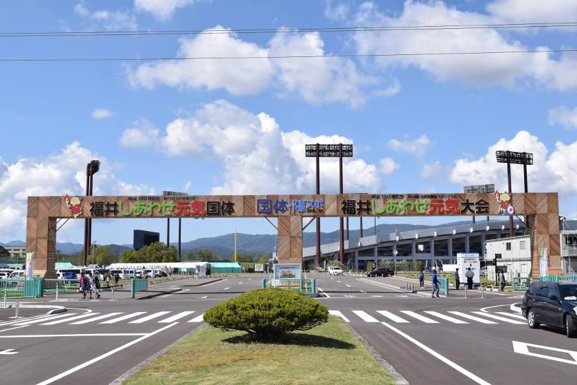 福井国体・障スポ期間中は福井運動公園の「はぴりゅう広場」へGO! 今だけの地元グルメや限定グッズをゲットできるよ。