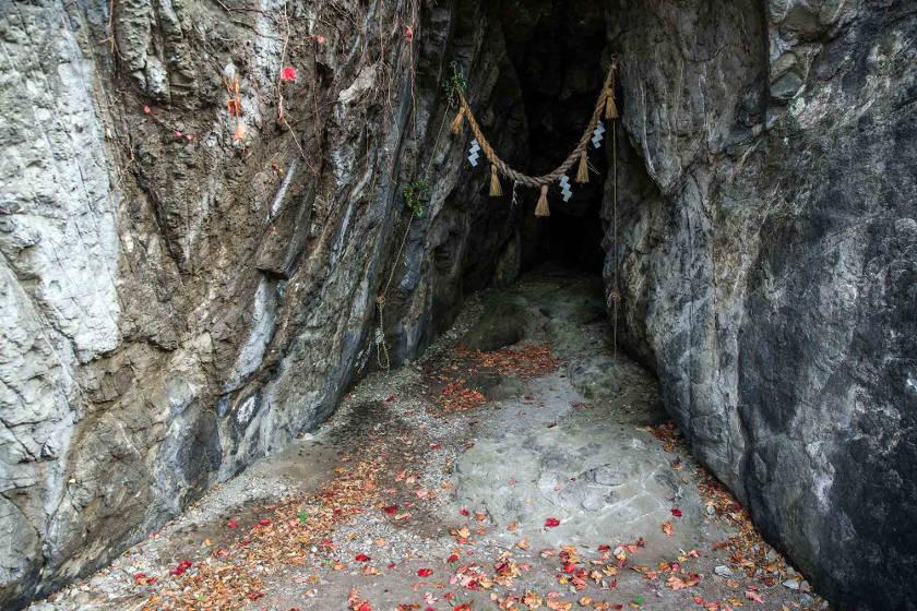 福井で気軽に洞窟探検! 南越前町の「下長谷の洞窟」は短いけど楽しい!