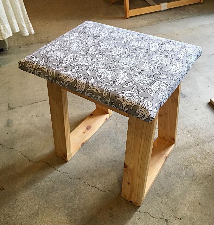 インド生まれの素材を使って、自分好みの椅子作りが体験できるよ!