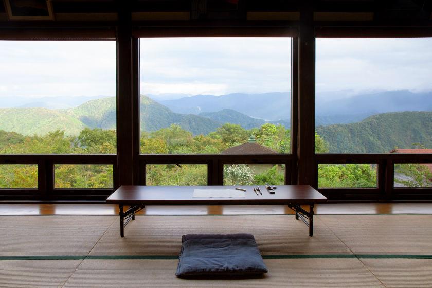 山頂にある天空の宿坊「生雲(いくも)」。心地よい静けさに包まれる一夜を過ごせます。石川・小松市