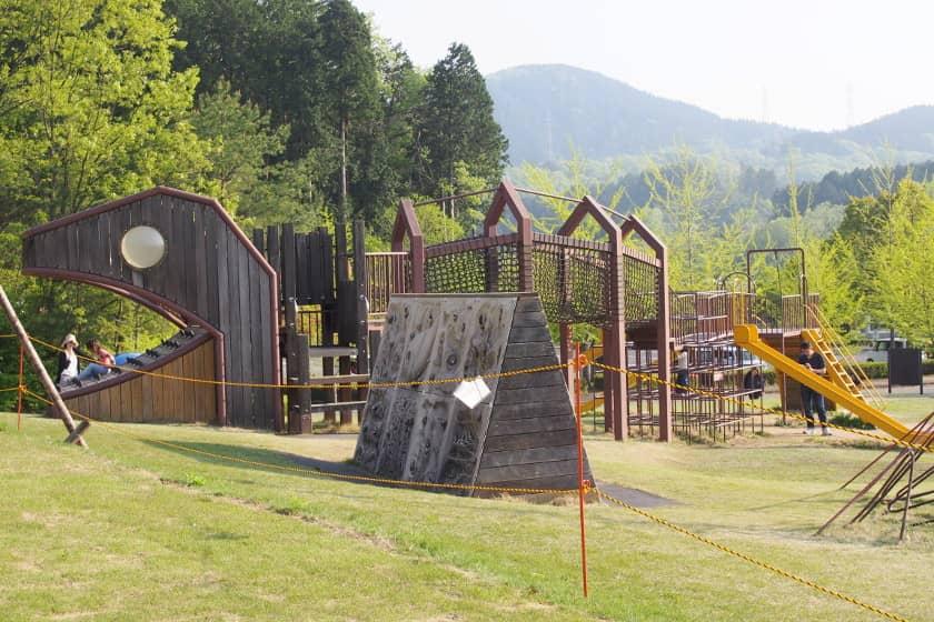 リニューアルした福井市の「ふくい健康の森」を探検! 遊具もピカピカ、スケートパークは見ているだけでワクワクするよ!