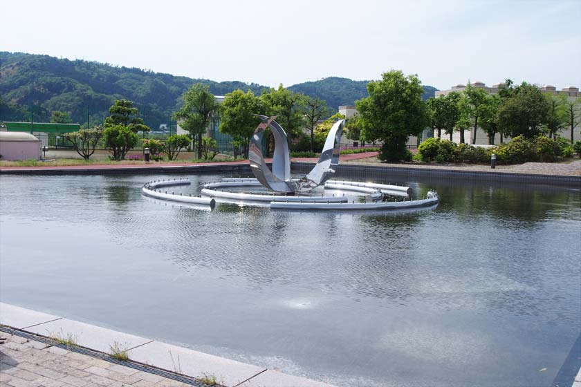 【街ネタ情報ありがとう】こんなところに屋上庭園が!日野川スウェッジガーデンは広い憩いの庭園でした。