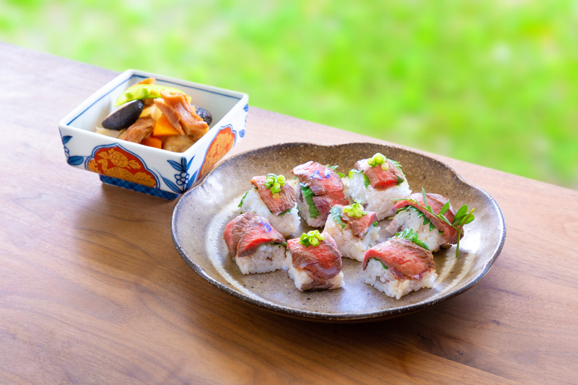 ◎6月のごちそうレシピ◎「牛ステーキ寿司、里芋と車麩の煮物」