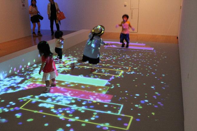 光と影のイリュージョン『魔法の美術館』―見て、参加して、楽しむ体験型アート―