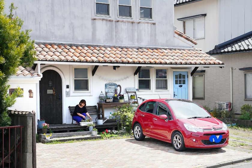 「この家だから、このクルマ」。福井市のカフェオーナー 坪田さんの愛車はシトロエンC3【私とクルマ】