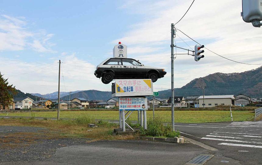 西部警察さながらのジャンプ!!宙に浮く車を越前市で発見!?【ヒトコマ】