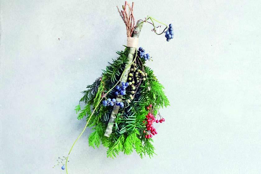 山で見つけた野草でクリスマスのスワッグを作ろう☆