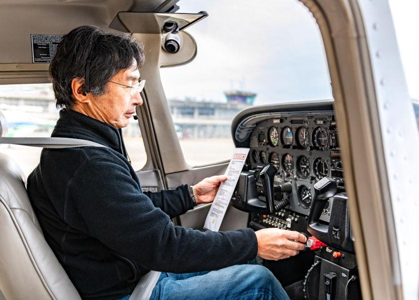 飛行教官・髙橋英一さんと「ヘッドセット」【ふくいの人と道具】
