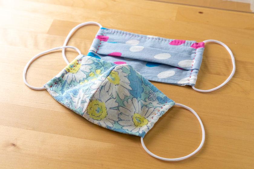 【型紙3サイズ付き】おうちで眠っているハンカチをリメイク♪ 手縫いでできるハンカチマスクの作り方。