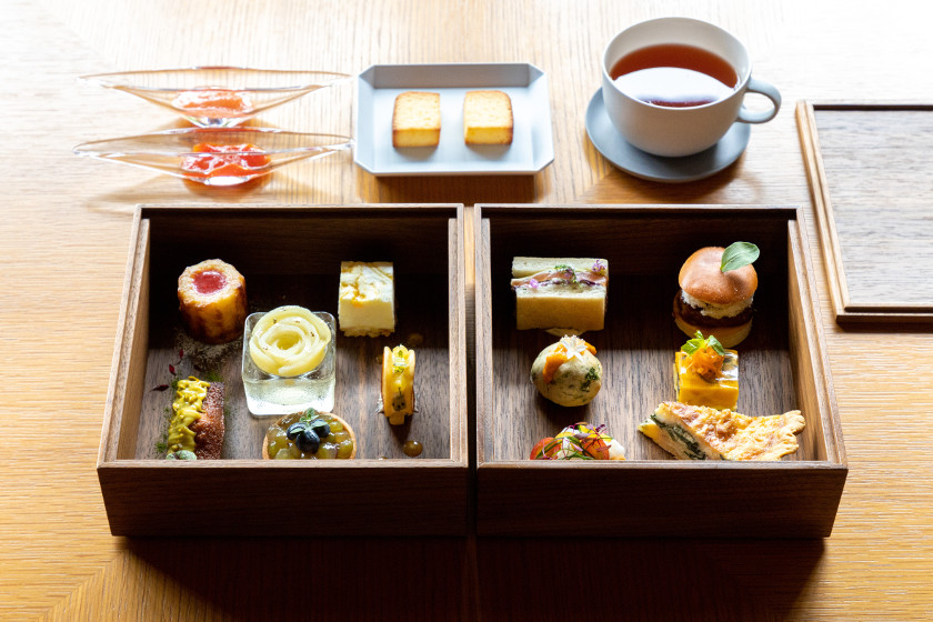海を眺めながら優雅にお茶と軽食。レストラン「LULL(ラル)」のアフタヌーンティーは女子の期待を裏切りません!