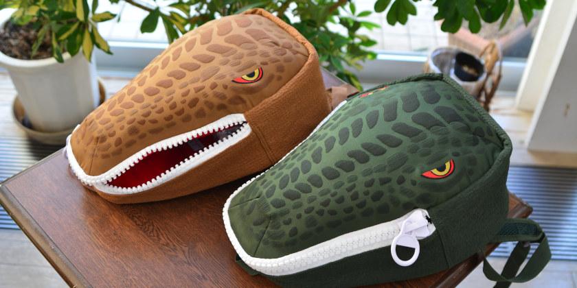 シカエルにイチオシ恐竜リュック「恐竜君」が登場! 恐竜の頭がリュックサックに! キッズ大興奮間違いなし。