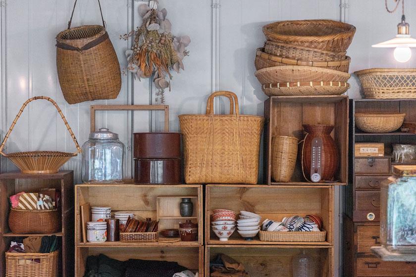 現代の暮らしに溶け込む、古き良き道具に出合える。福井県内の古道具店めぐり。