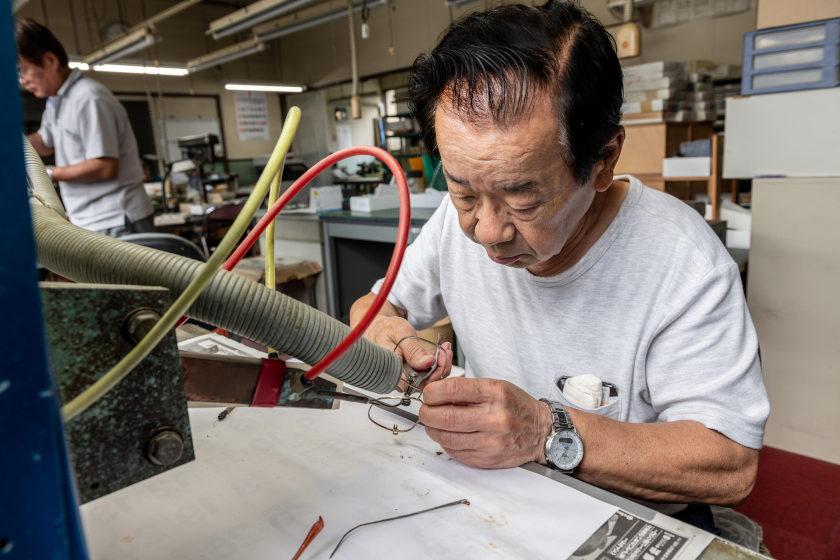 めがね修理職人・大越彰一さんと「高周波誘導加熱装置」【ふくいの人と道具】