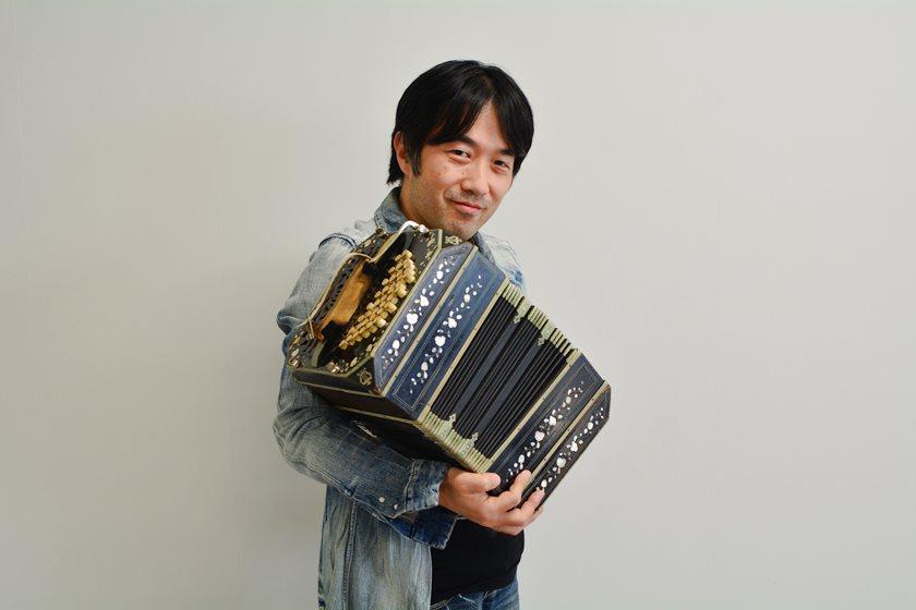 世界的バンドネオン奏者 小松亮太さんがふーぽ編集部に来たよ! 3月13日(土)に福井でコンサートあり!【動画あり】