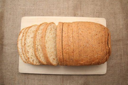 パン切包丁で綺麗に切られたパンの画像