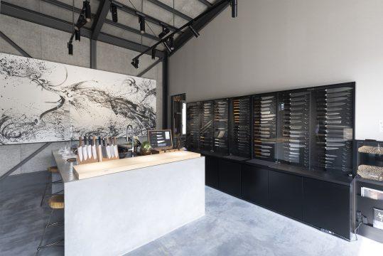 龍泉刃物 ファクトリー&ストアの店内画像