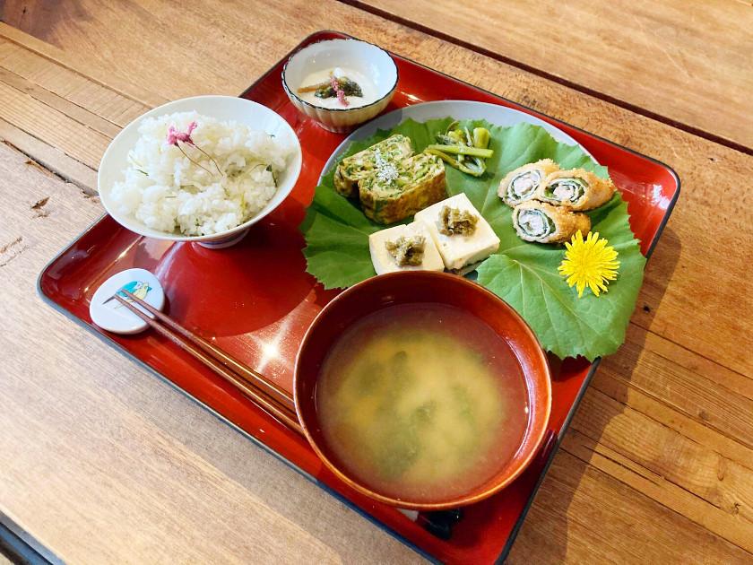 月に2回、福井市のクマゴローカフェで開かれる「みちくさ食堂」。一足早く紹介します。