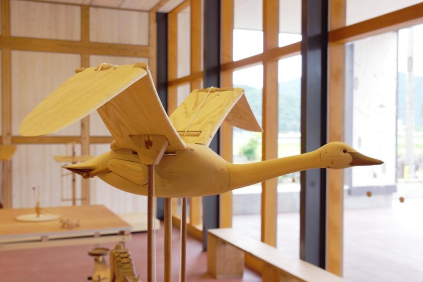 池田町のウッドラボいけだで、ハンズ大賞グランプリにも輝いた「蓮渓円誠 カラクリ玩具展覧会」を6月20日(日)までやってるよ。