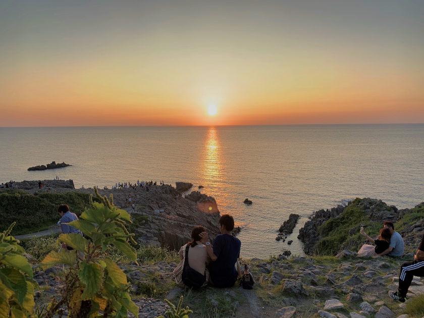 秋の夕日と海を満喫しよう♪「東尋坊SUNSET2021」が9/18(土)~10/3(日)まで開催されるよ!